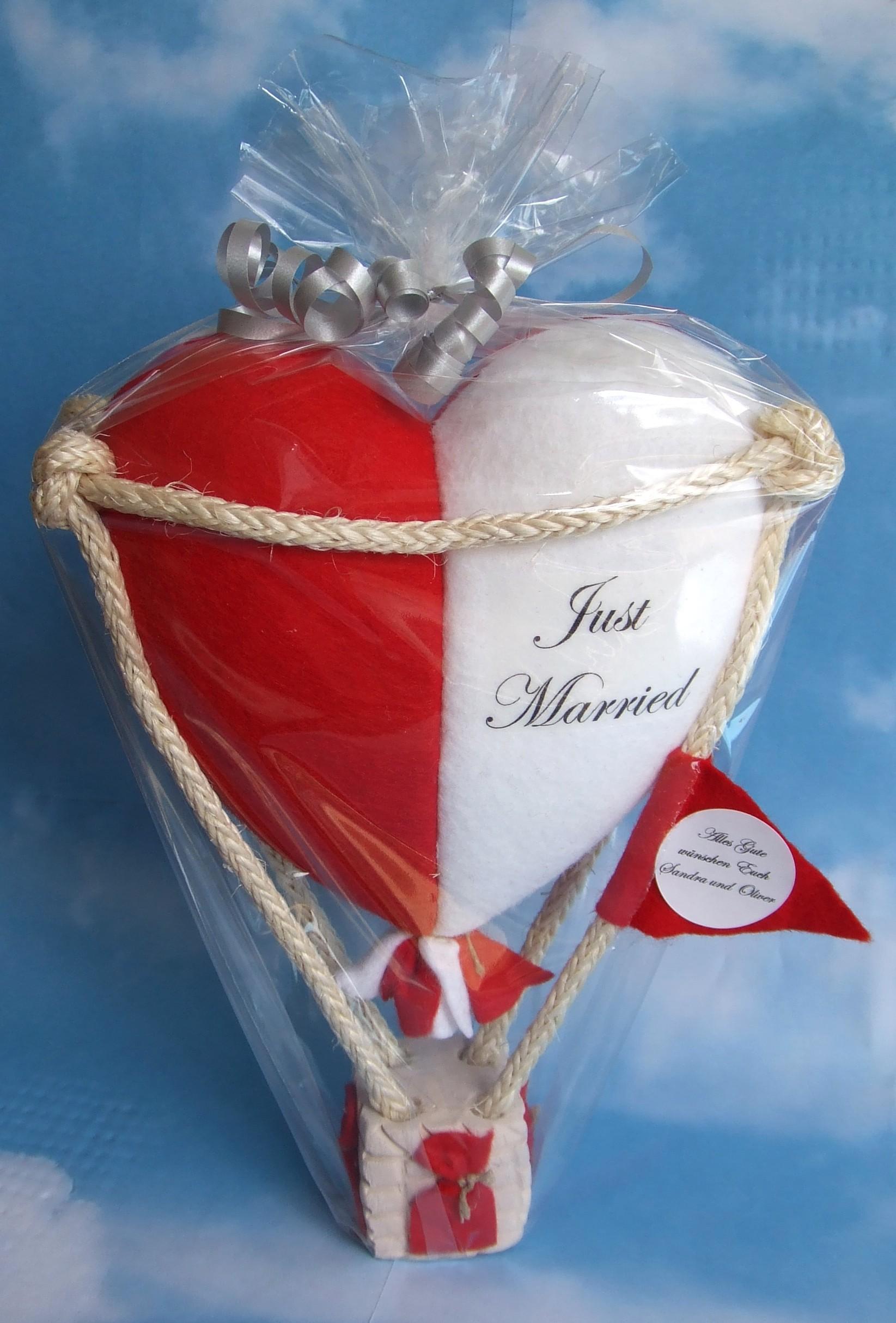 Modellballon herzförmig rot/weiß